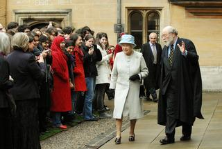 Royal visit: Crowds thrilled as Queen's visit crowns 500th anniversary celebrations
