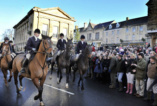 Supporters greet Heythrop Hunt