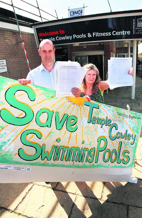 Nigel Gibson and Jane Alexander campaigning to keep Temple Cowley Pools open in 2010