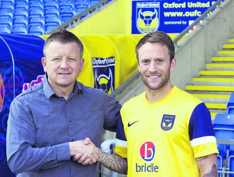 Oxford United manager Chris Wilder and new signing Sean Rigg at the Kassam Stadium yesterday