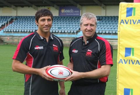 Gavin Henson tries on his new London Welsh shirt alongside head coach Lyn Jones