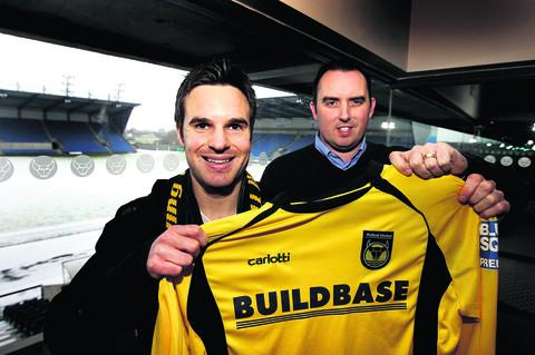 Simon Clist joins Oxford United, and is welcomed to the club by the then chairman Kelvin Thomas