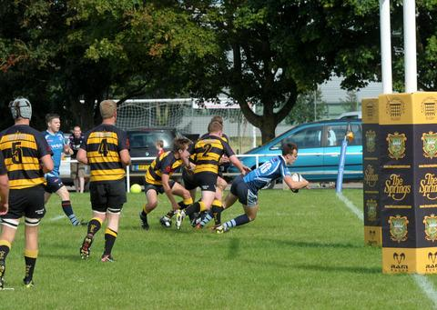 Alchester's Tom Miles scores their first try in the 22-7 victory over Wallingford