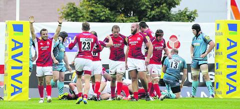 London Welsh scrum half Tyson Keats (left) celebrates prop Frank Montanella's try