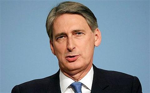 Defence secretary Philip Hammond in Oxfordshire to announce funding