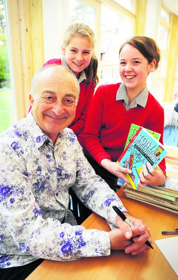 Tony Robinson with Miriam Stevens, centre, and Rosie Foale