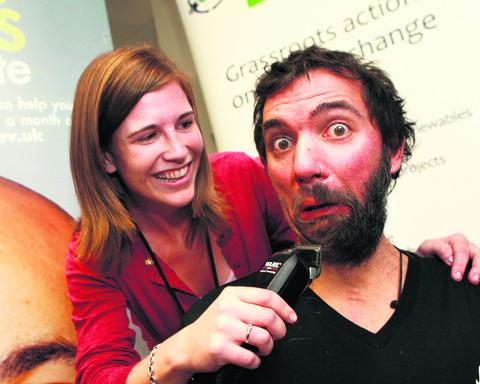 The Oxford Times: Simon Kenton pictured with Rachel Townsend having his beard shaved off. OX55227 Antony Moore