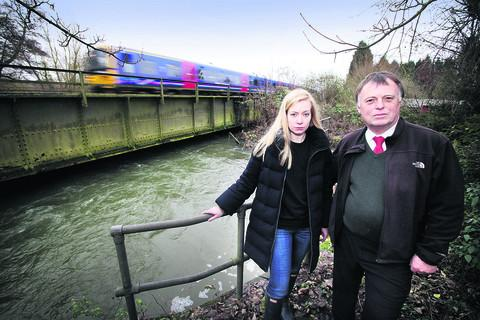 The Oxford Times: Oxford MPs Andrew Smith and Nicola Blackwood by the Hinksey Stream