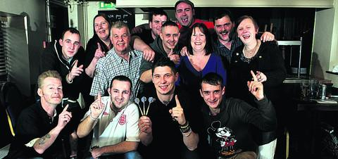 Faringdon's darts players raised £1,500 for Oakwood centre for elderly. OX56877