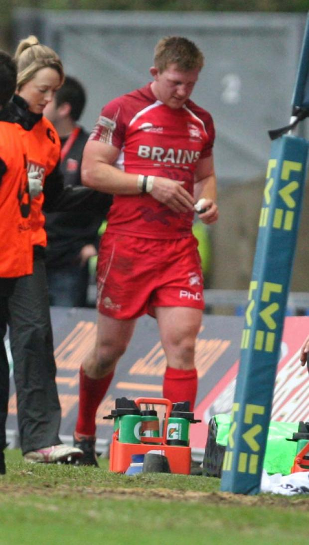 Ryan Newman goes off injured for London Welsh