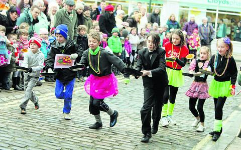 Joe Laitt, 10, from Wallingford, above centre, takes part in the race. Pictures: OX5720  Damian Halliwell