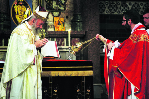 Bishop's service a first since 1066