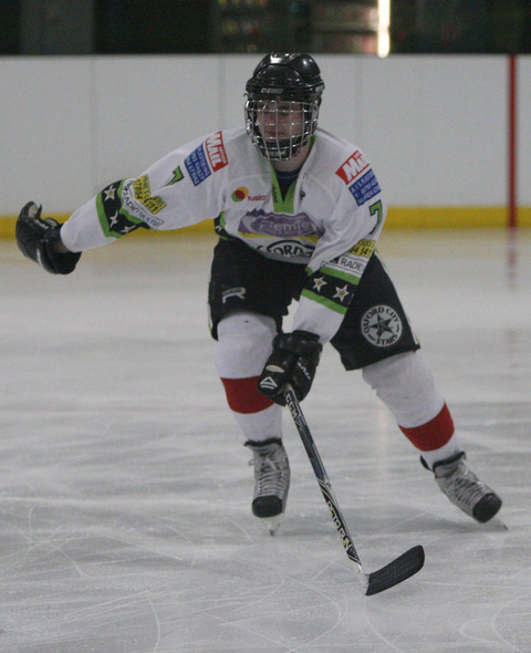 Josh Oliver scored twice in Stars' 9-3 win at Basingstoke, which clinched the championship