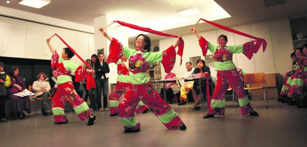 CAPTIVATING: Traditional Chinese dancing
