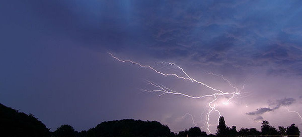 Heavy rain, hail and lightning forecast for Oxfordshire as severe weather warning issued