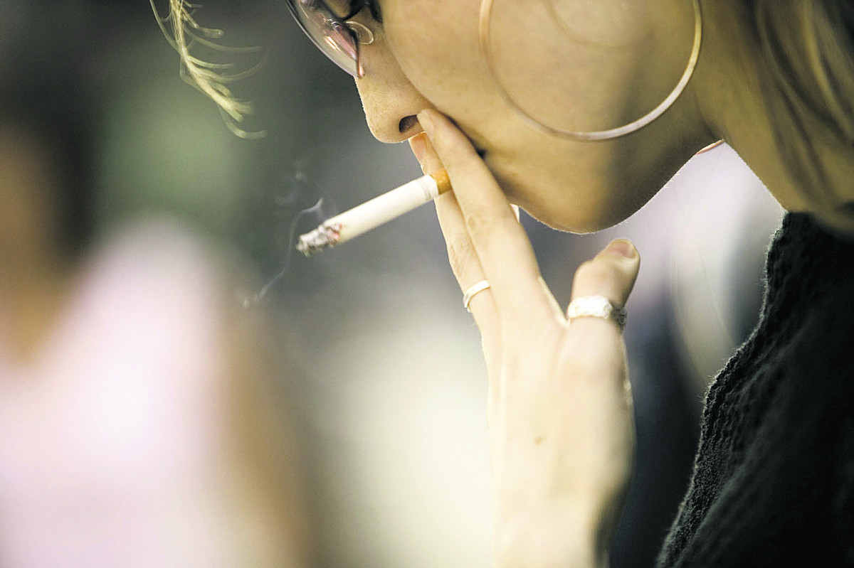 С сигаретой она не расстается даже во время орала 24 фотография