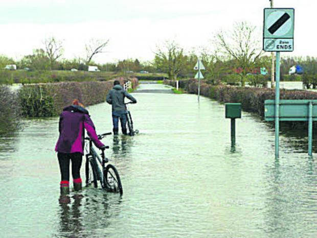 The Oxford Times: Floodwater cyclists prompt police alarm