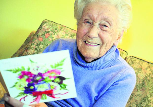 The Oxford Times: Sylvia Ritchie holds a card congratulating her on her grand age. Picture: OX64492 Marc West