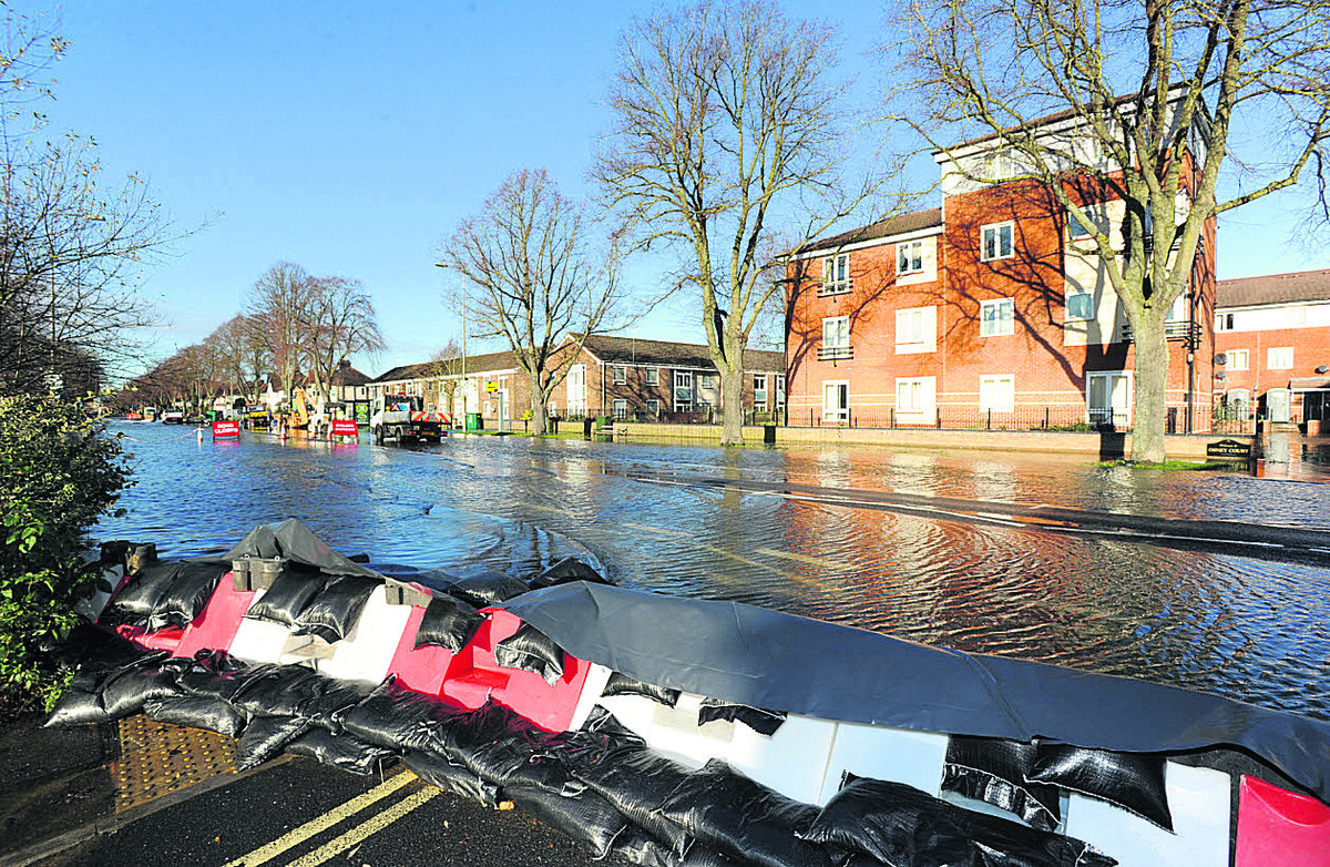 Floods on Botley Road earlier t