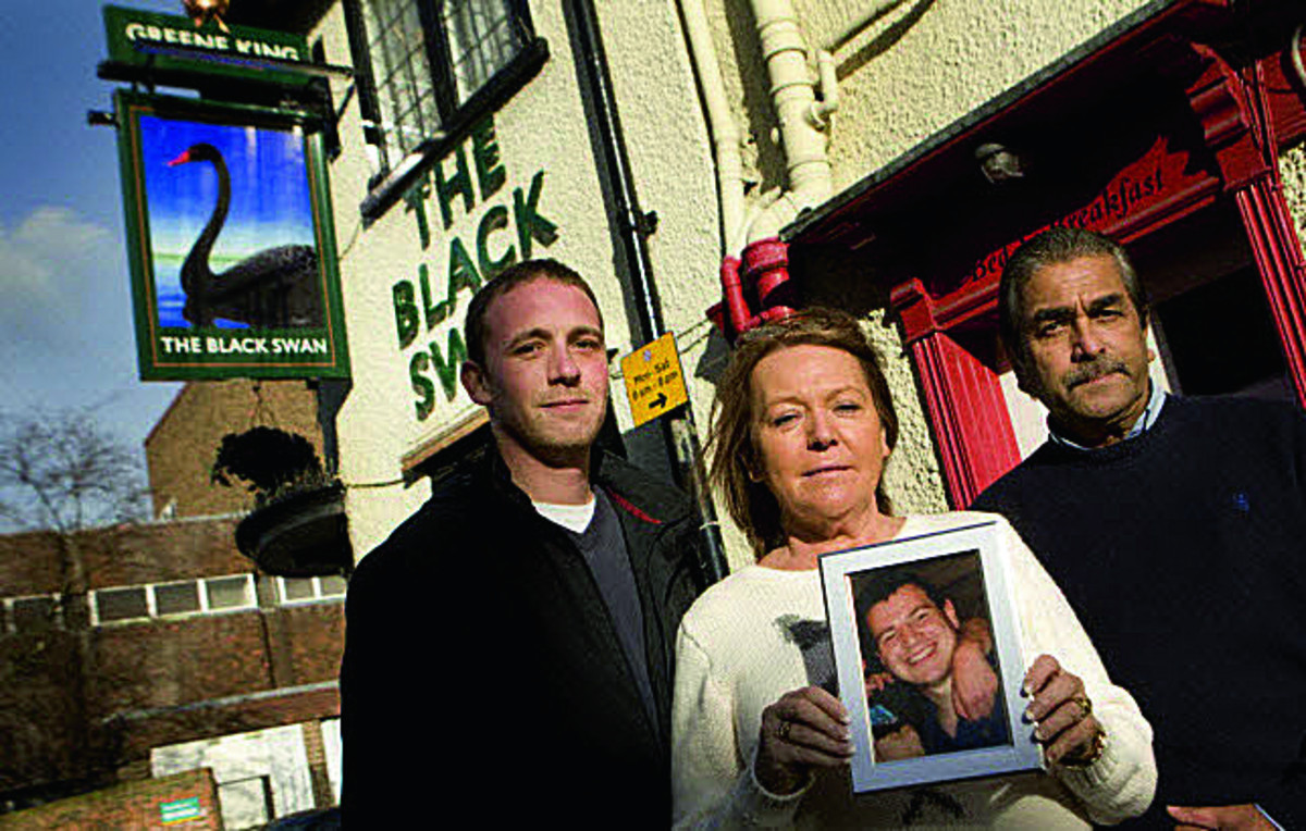 Danny Walker with Allie and Des De Silva, and a picture of Joey Fairhurst, at the Black Swan, Abingdon    Picture: OX65046 Antony Moore