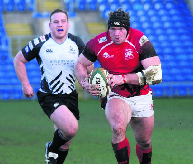 The Oxford Times: London Welsh prop James Tideswell powers through for their third try against Rotherham