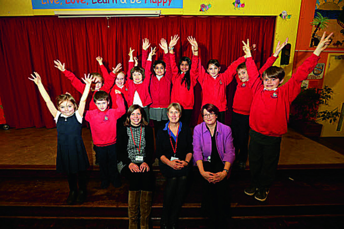 Head Rachel Crouch, centre, with special needs co-ordinator Vicky Davison, left, and deputy director of Oxfordshire County Council, Frances Craven, and school council pupils Picture OX65216: Damian Halliwell