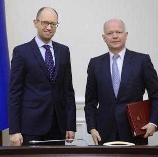The Oxford Times: Ukrainian Prime Minister Arseniy Yatsenyuk, left, and British Foreign Secretary William Hague