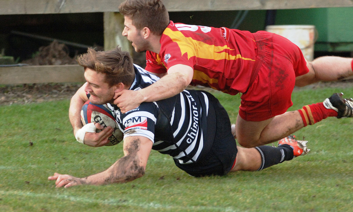 Matt Goode scores Chinnor's opening try Picture: Peter Matthews