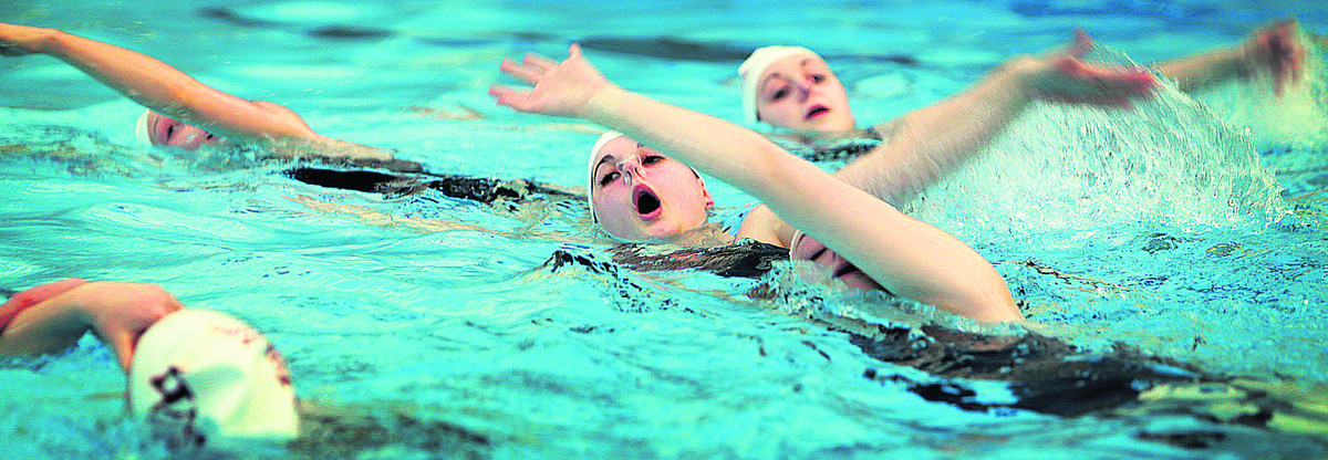 Synchronised swimmers make splash for Sport Relief