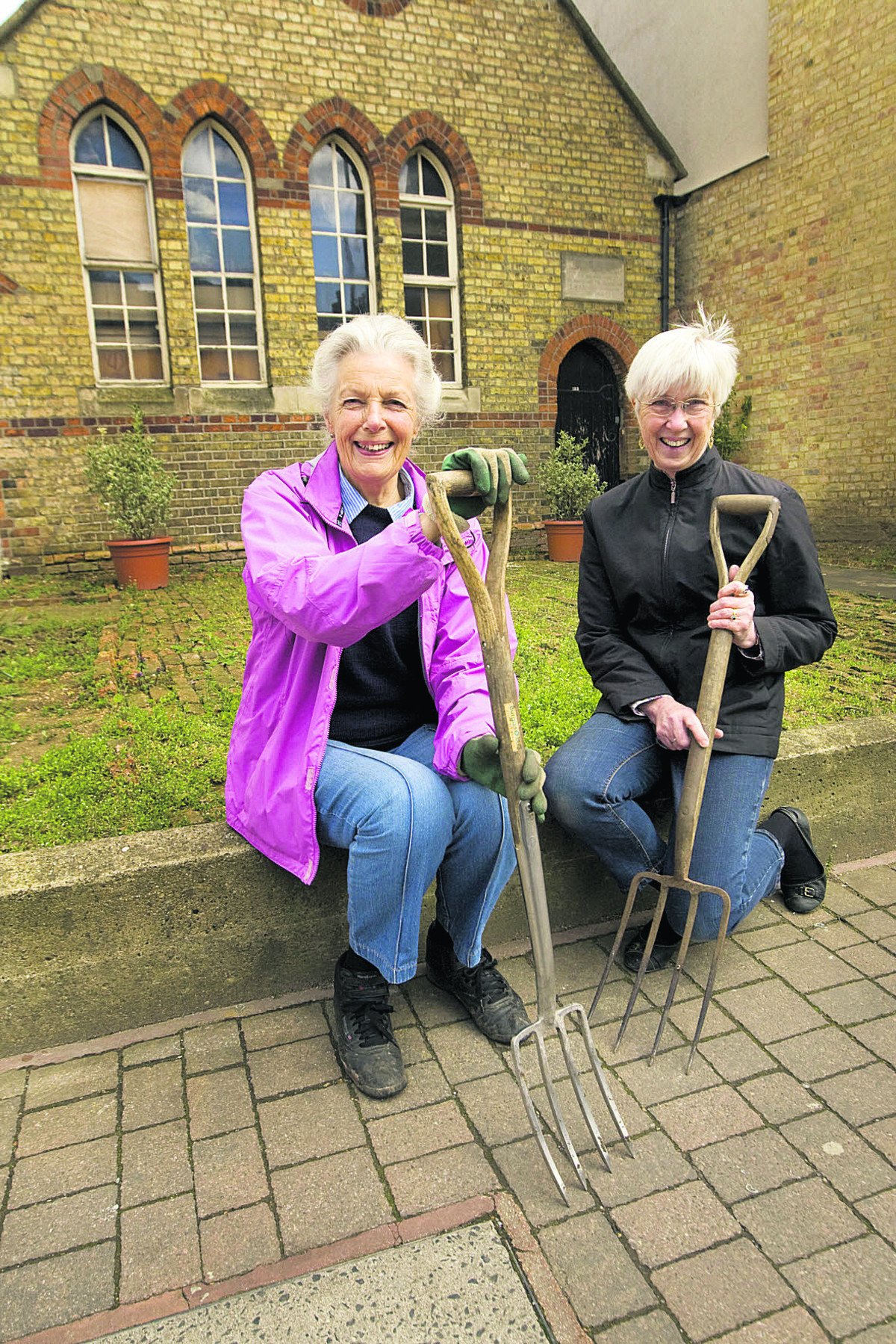 Wendy Ball and Phyllis Starkey, right, in the new garden outside the Old School building in Walton Street       Picture: OX66058 Antony Moore