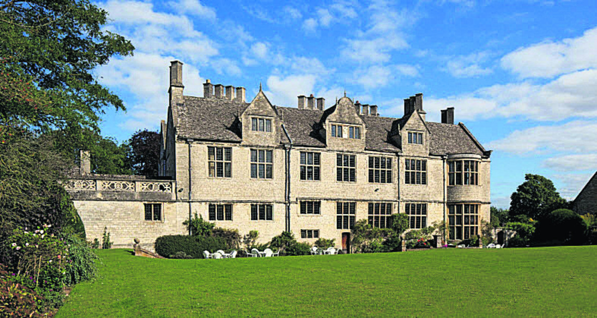 Yarnton Manor is being sold by the Oxford Centre for Hebrew and Jewish Studies, which is moving to the city centre