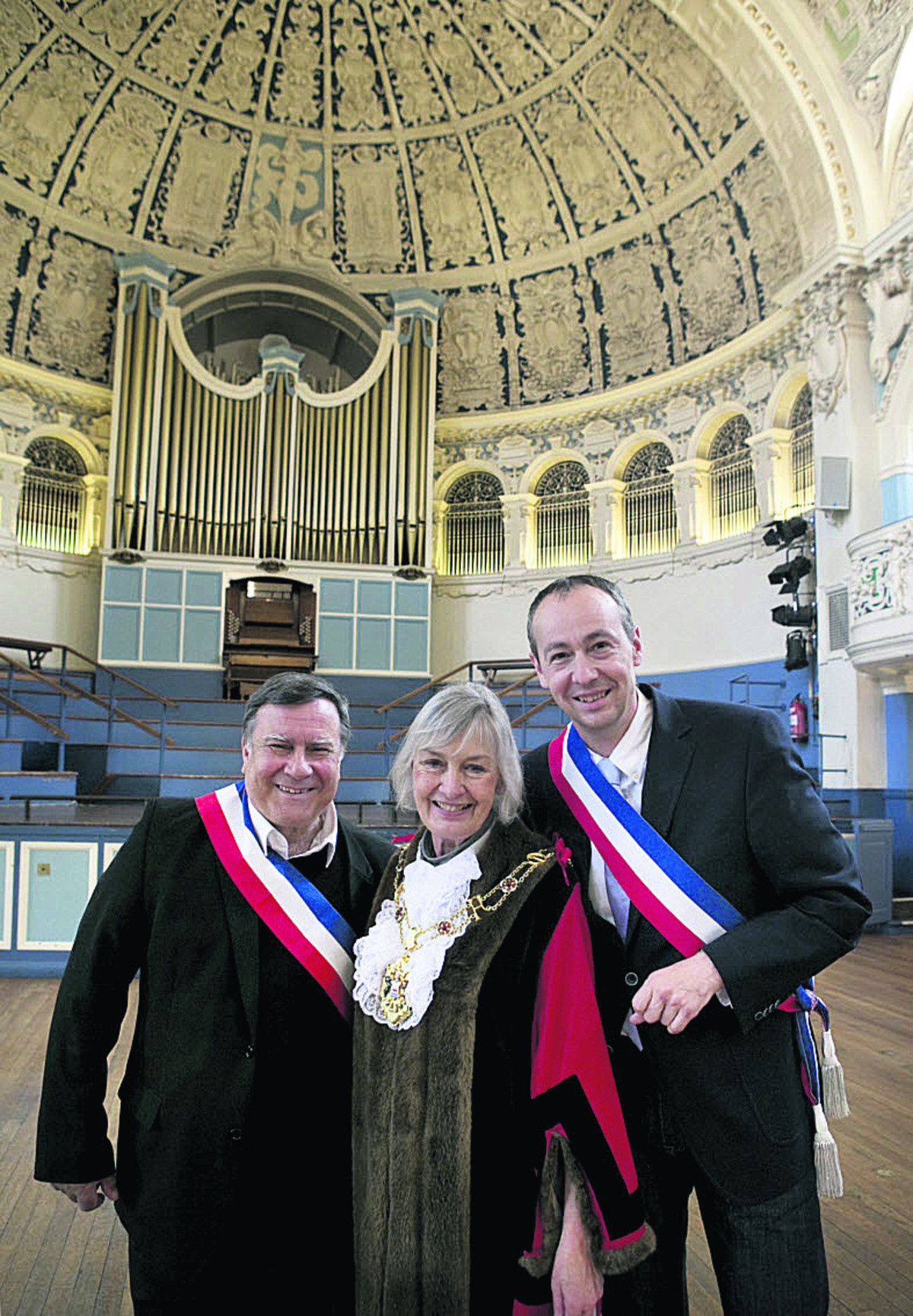 Bernard Macret, left, and Pascal Clouaire with Oxford Lord Mayor Dee Sinclair