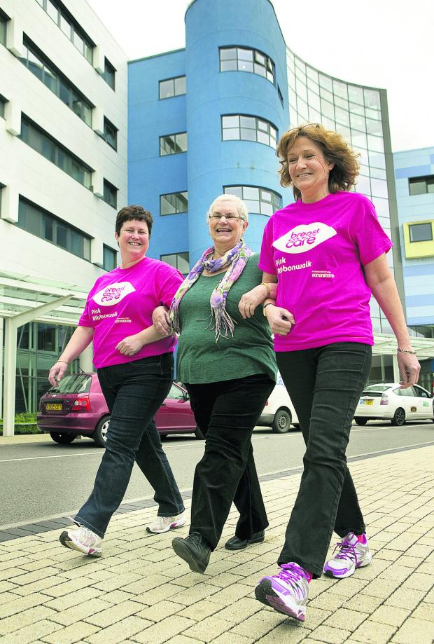 The Oxford Times: From left, Jane Coles, Angela Robinson, Julia Goodgame step out for the Pink Ribbonwalk Picture: OX66942 Antony Moore