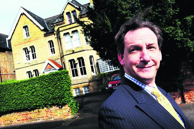 Agent Charles Wellbelove in Crick Road. Picture: OX67021 Ed Nix
