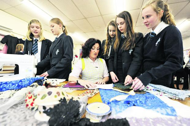 The Oxford Times: Julie Gromett shows Burford School students her talents with fabric.  Picture: OX67039 Mark Hemsworth