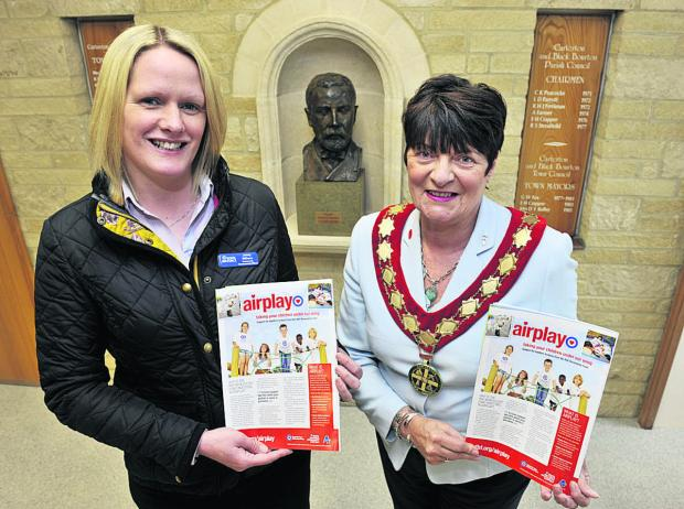 The Oxford Times: Jenny Withers, of the RAF, left, with Carterton Mayor Lynn Little
