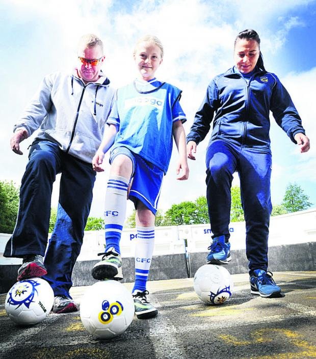 The Oxford Times: ON THE BALL: Smooga director Keith Place, left, with Tower Hill Primary School pupil Kasey Griffin and Oxford United Women's first team striker Natasha Caswell