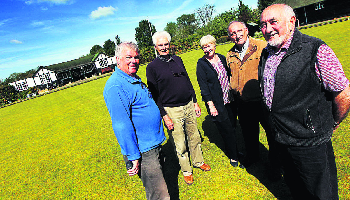 From left, Mick Alderson, Cyril Honour, Lorna Moffat, David Carter and Pete Moffat outside the West Oxford Bowls Clubhouse     Picture: OX67208 Ed Nix