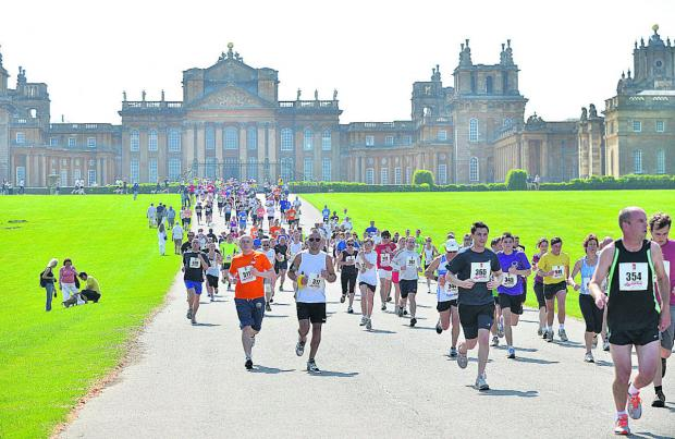 The Oxford Times: The racers run in the hot sunshine at Blenheim Palace
