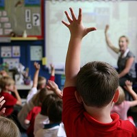 Longer school days 'could aid poor'