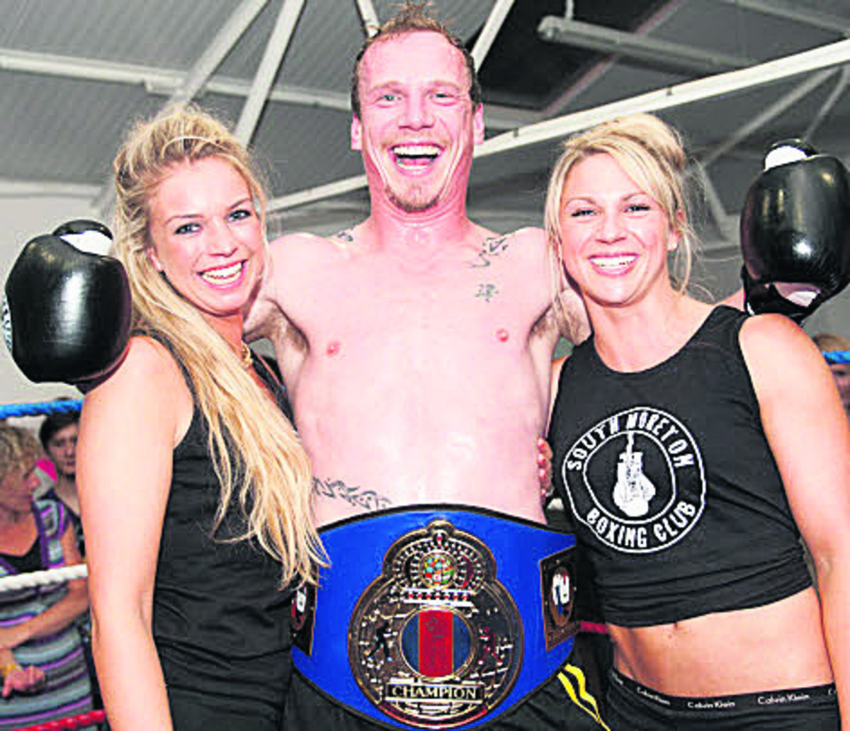 Amateur boxer Christian Sinkinson, from Wallingford, pictured with ring girls Hannah Benson and Kat Clark at the event