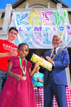 Callum O'Dowda pictured with recipient Gabby Essomba and the Lord Mayor of Oxford, Mohammed Abbasi. Picture: OX68026 Greg Blatchford