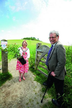 The annual presentation of a red rose by the chairman of Oxfordshire County Council, Anne Purse to the chairman of the Earth Trust, Robin Buxton, in exchange for public access to Wittenham Clumps.  Picture: OX67948 Jon Lewis