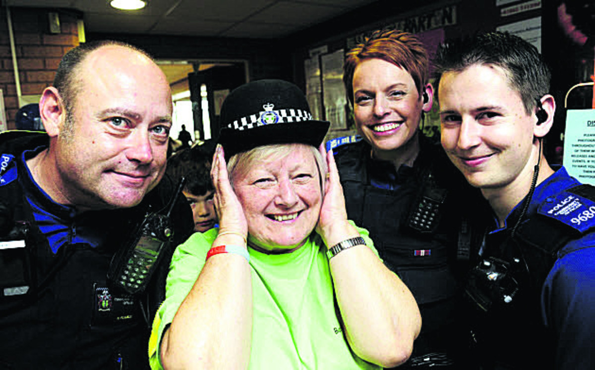 PCSO Nigel Pearce, Sue Holden, PCSO Rachel Cooper and PCSO Thomas Ciotti     Pictures: OX68210 David Fleming