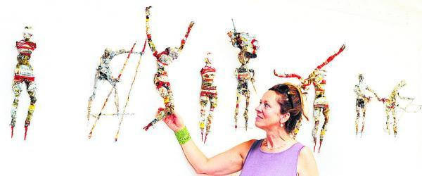 The Oxford Times: Jenny Blyth with sculptures by John Trigg. Picture: OX68530 Jon Lewis
