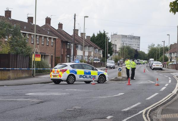 Barns Road in Oxford closed due to a police incident. Picture by JJ Kelly Photography