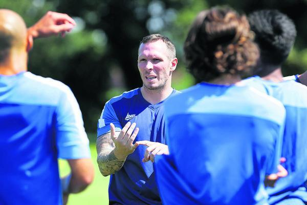 Michael Appleton, seen here talking to Oxford's players, is a forward-thinking appoint