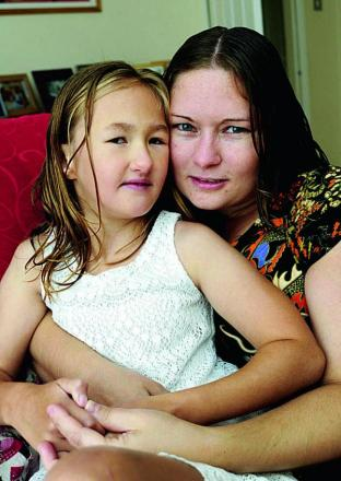 Elizabeth Smith, 28, with daughter Alice, eight, who goes to Guideposts        Picture: OX69483 David Fleming