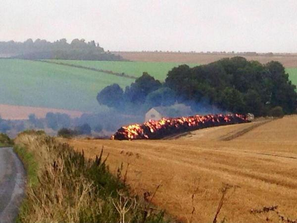 600 tonnes of straw on fire leaves road closed south of Wantage