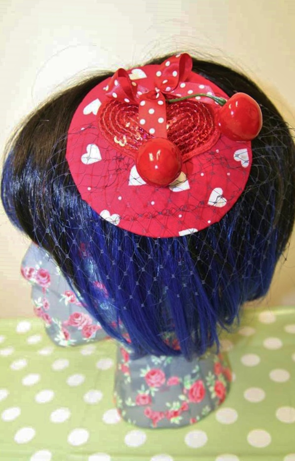 Make a Christmas fascinator